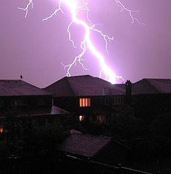 بحث عن الكهرباء الساكنة ، معلومات و بحث كامل عن الكهرباء الساكنة 250px-LightningToron