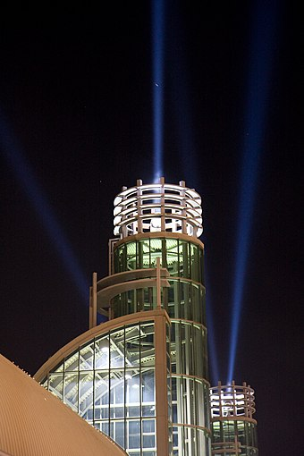 The towers of the exhibition centre featurees four rotating spotlights.
