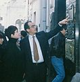 Liza Minnelli visits the tomb of Eva Peron, 1993 (cropped).jpg