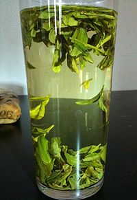 Longjing-steeping-tallglass.jpg