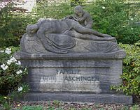 Luisenfriedhof III - Grab August Aschinger.jpg