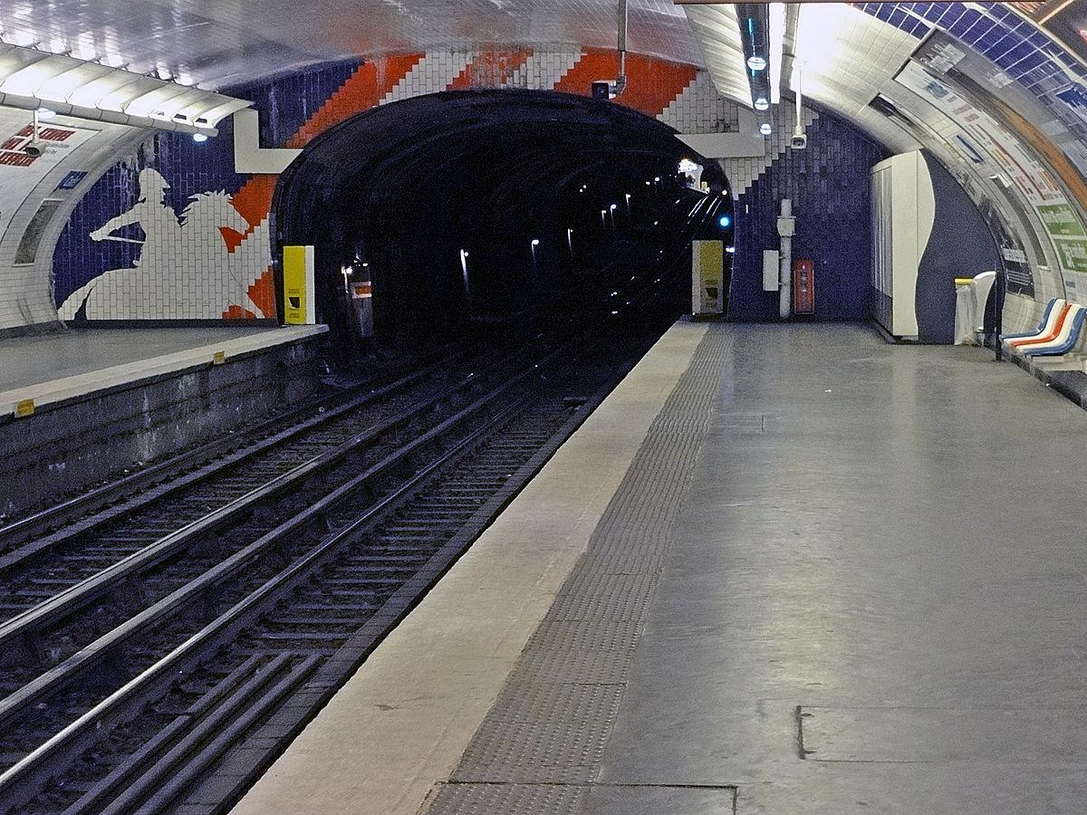Plaque Metro Parisien Deco cadet (métro de paris) — wikipédia