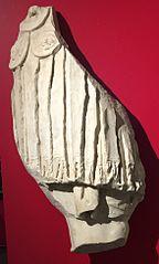 Morceau d'une statue en costume militaire (Ra 9)