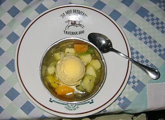Macedonia (food) - Macedonia with ice cream