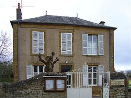 The town hall in Pouques-Lormes