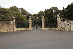 Verdala Palace - Image: Malta Siggiewi Triq il Buskett Verdala Palace gate 01 ies