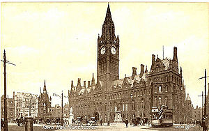 History of Manchester Metrolink - A tram passing Manchester Town Hall (c.1901)