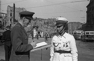 Marian Walentynowicz - Walentynowicz sketching 'Lodzia', a militiawoman, 1947