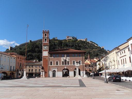 Marostica piazza Castello et chateau superieur