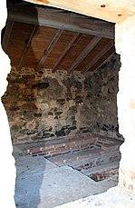 Vista del interior a través de la única ventana de la estructura. Foto 2008.