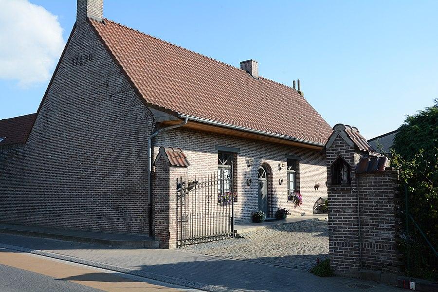 Hoeve van het semi-gesloten type, Meerstraat 51, Oosterzele