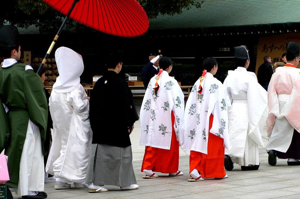 Meiji-jingu wedding procession - P1000847