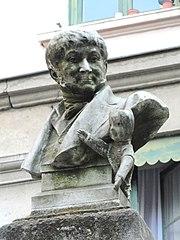 Monument à Laurent Mourguet
