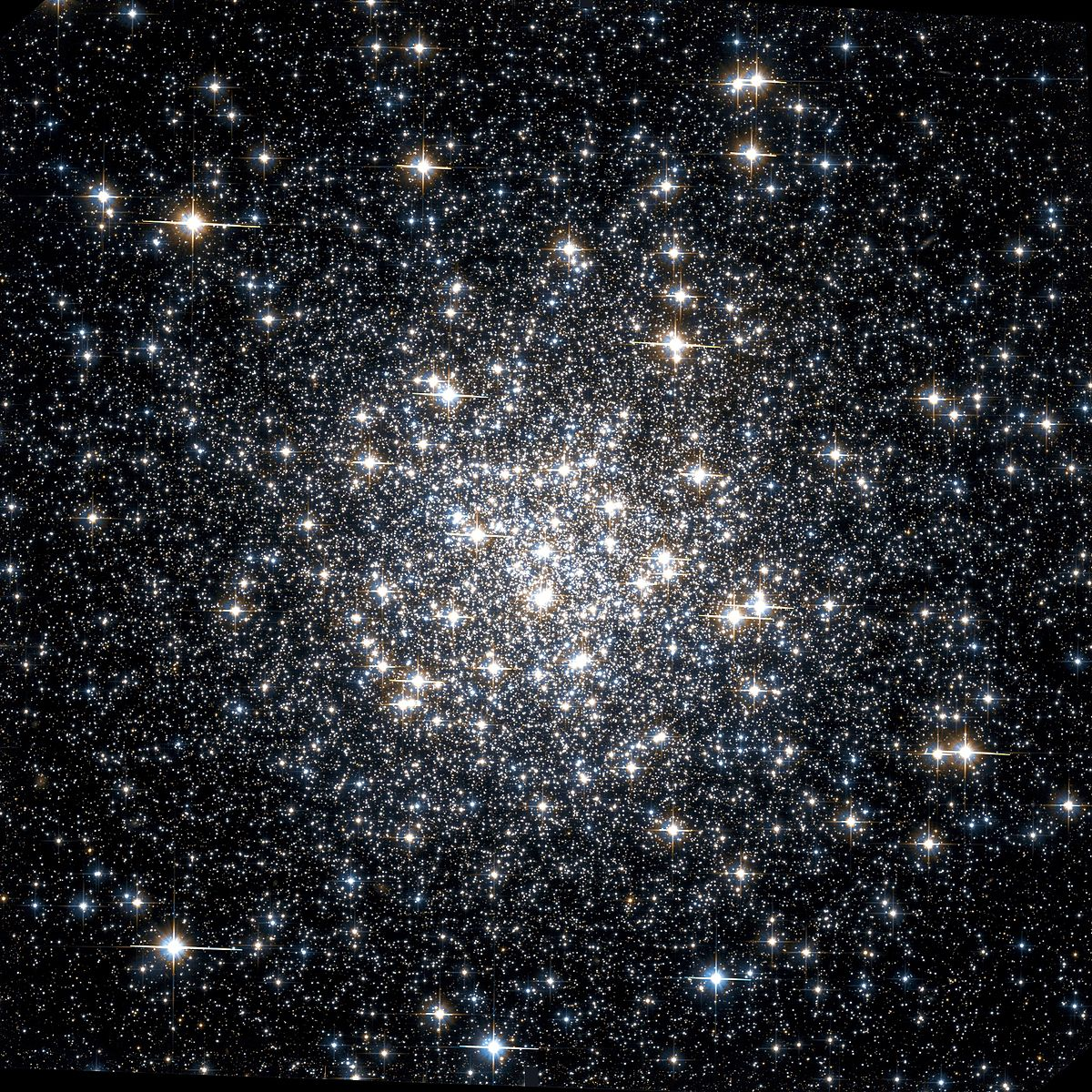 Messier 56 Hubble WikiSky.jpg