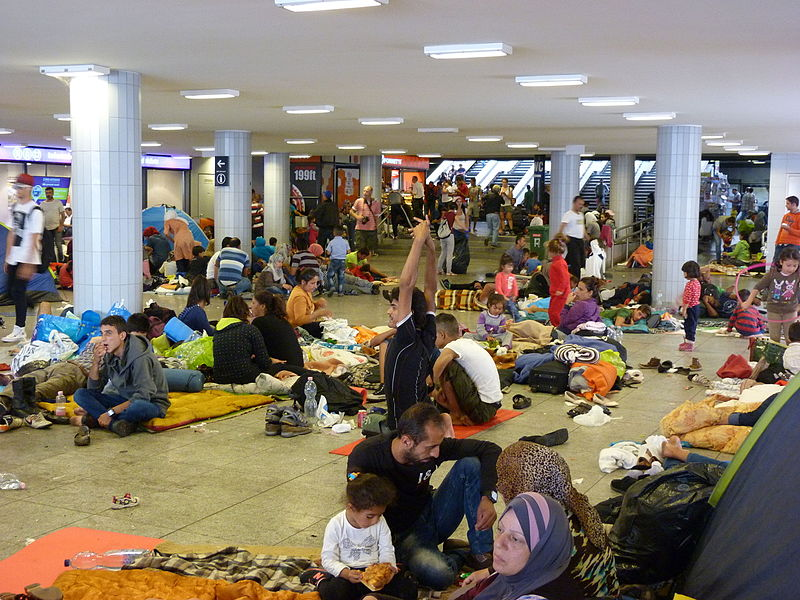 File:Migrants at Eastern Railway Station - Keleti, 2015.09.04 (1).jpg
