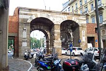 Milano, via Manzoni. Questa era la Porta Nuova[2] della cinta medievale