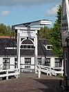 Houten ophaalbrug over de Binnendijkshaven