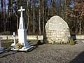 Monument and cross at the cemetery of Polish victims of the German Nazi massacre in Sochy from June 1, 1943.jpg