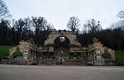 Monument in Schönbrunn park (8442092562).jpg