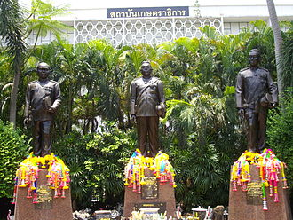 Kasetsart University - Statue of the Three Masters of Kasetsart University