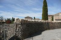 Mur typique à Cabrières d'Avignon.JPG