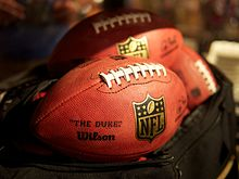 Description de l'image NFL Footballs (8449743770).jpg.