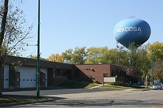 Nekoosa, Wisconsin - Image: Nekoosa Wisconsin Police Station Watertower WIS173