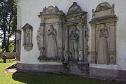 Niwnice Bartnik Kościół Św. Jadwigi Zespół epitafiów.JPG