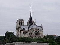 Notre Dame de Paris above the Pont de l'Archevêché.jpg