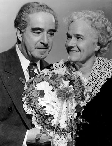Henry and Fanny Barbour (Smythe and Minetta Ellen), 1950. One Mans Family 1950.JPG