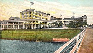 Granada Bridge (Ormond Beach) - 1905 Postcard of The Ormond Hotel; the first Ormond bridge can be seen to the right.