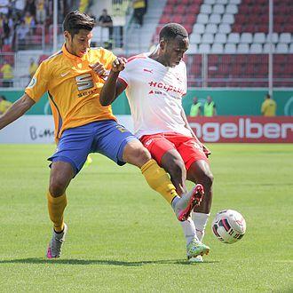 Osayamen Osawe - Osayamen Osawe playing for Hallescher FC