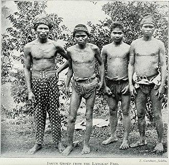 Jakun people - A group of Jakun men from the Langkap Pass, Negeri Sembilan, 1906.