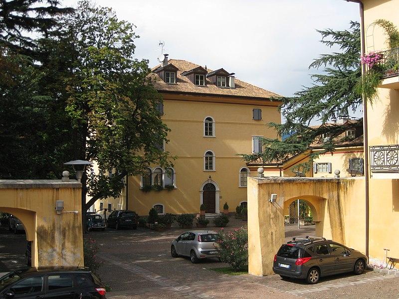 File:Palais Thomsen-von Ferrari in Branzoll 2.JPG