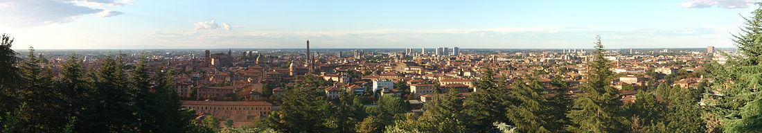 Veduta panoramica di Bologna dal piazzale di San Michele in Bosco