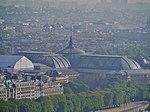 Paris Tour Eiffel Blick von der 2. Ebene aufs Grand Palais.jpg