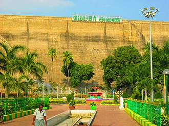 Mettur Dam - Image: Park located below the foot of the Mettur dam