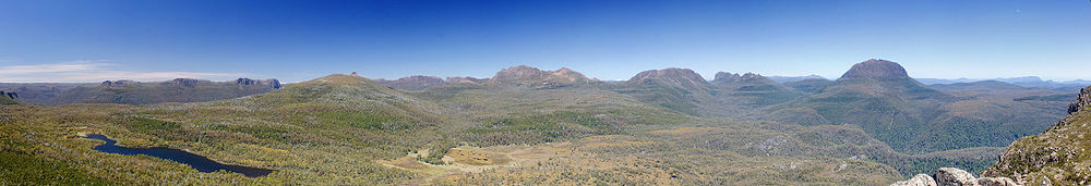 Pelion Range from Mt Oakleigh.jpg