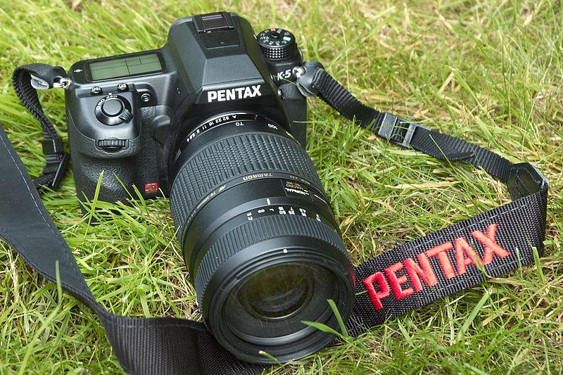 File:Pentax K-5 with Tamron 70-300mm Di LD Macro.jpg