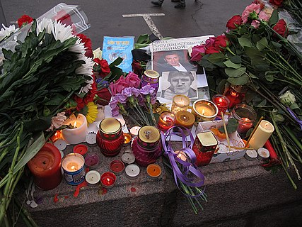 People came to the side of Boris Nemtsov's murder (2015-02-28; 28).JPG