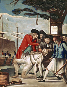 The Bostonians Paying the Excise-man, caricature anglaise de 1774 attribuée à Philip Dawe.Les Fils de la Liberté réalisent le supplice du goudron et des plumes à un percepteur auprès du Liberty Tree sur lequel est affiché le Stamp Act, quatre semaines après la Boston Tea Party, à Boston.