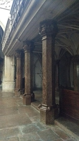 Nonnberg Abbey - Image: Pillars inside Nonnberg Abbey