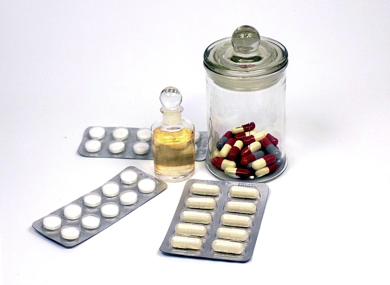 File:Pills and medicines 02.jpg