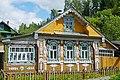 Plyos-Maison en bois sculpté.jpg