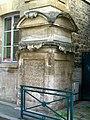 Pontoise (95), ancien hôpital des Enfermés, 1772, fontaine pétrifiée, 85 rue Pierre-Butin.jpg