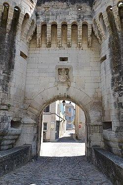Porte Note Dame à Pernes 4.jpg