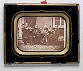 Porträtt av stråkkvartett. Fyra män sittande utanför litet hus. Säter. Trol. 1860-tal - Nordiska Museet - NMA.0052718 1.jpg