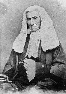 Porträt des Richters John Hubert Plunkett in Robe und Perücke (7370284568) (beschnitten).jpg