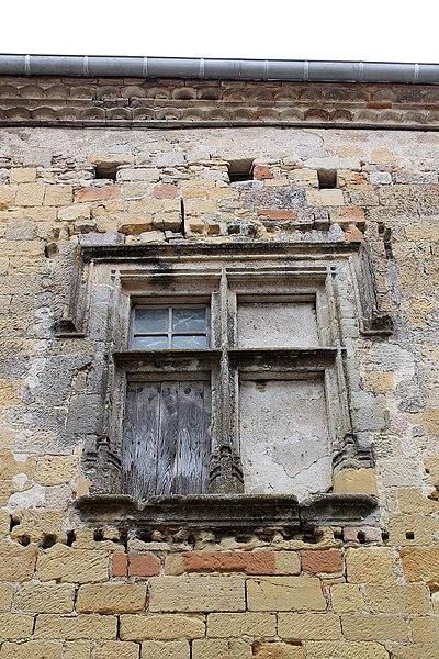 Presbytère de Saint-Félix-Lauragais, fenêtre à croisillons