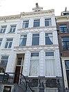 foto van Huis met rijk gestucadoorde versierde stoep